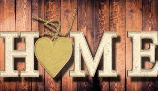 Růžové doplňky a dekorace, které ve vašem domově navodí romantiku